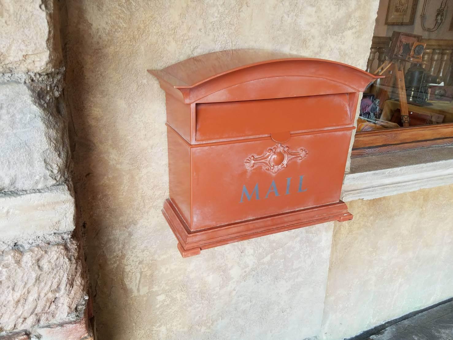 ディズニーから手紙を出してみよう!!ポストの場所・投函方法、特別な消印とは?