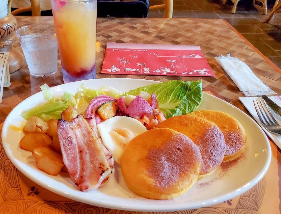 """【TDL】ポリネシアンテラスレストランの新メニュー""""パンケーキ""""を食べてきた【感想】パンケーキのボリュームが凄い"""