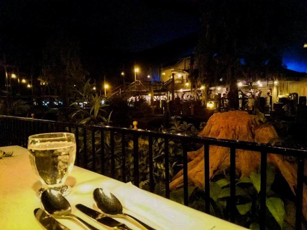 ブルーバイユーはカリブの海賊から見えるレストラン