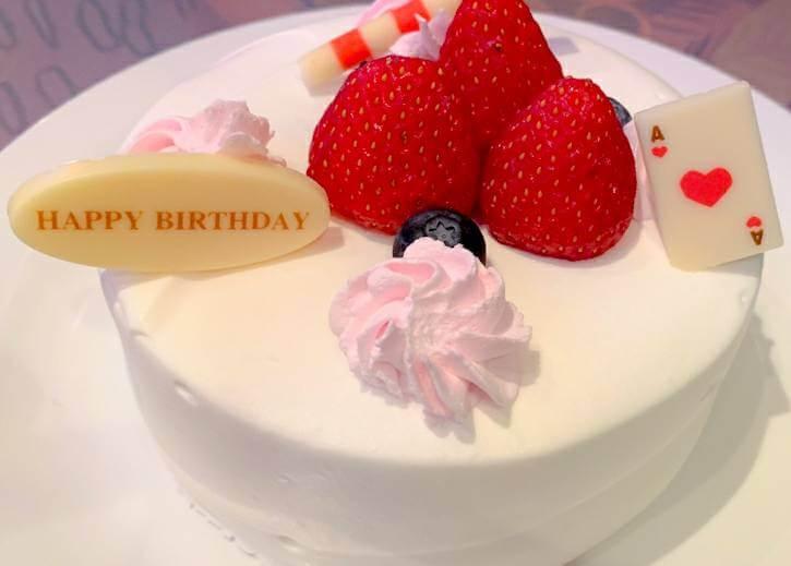 裏メニュー?アリスのレストラン『クイーンオブハートのバンケットホール』の誕生日ケーキ