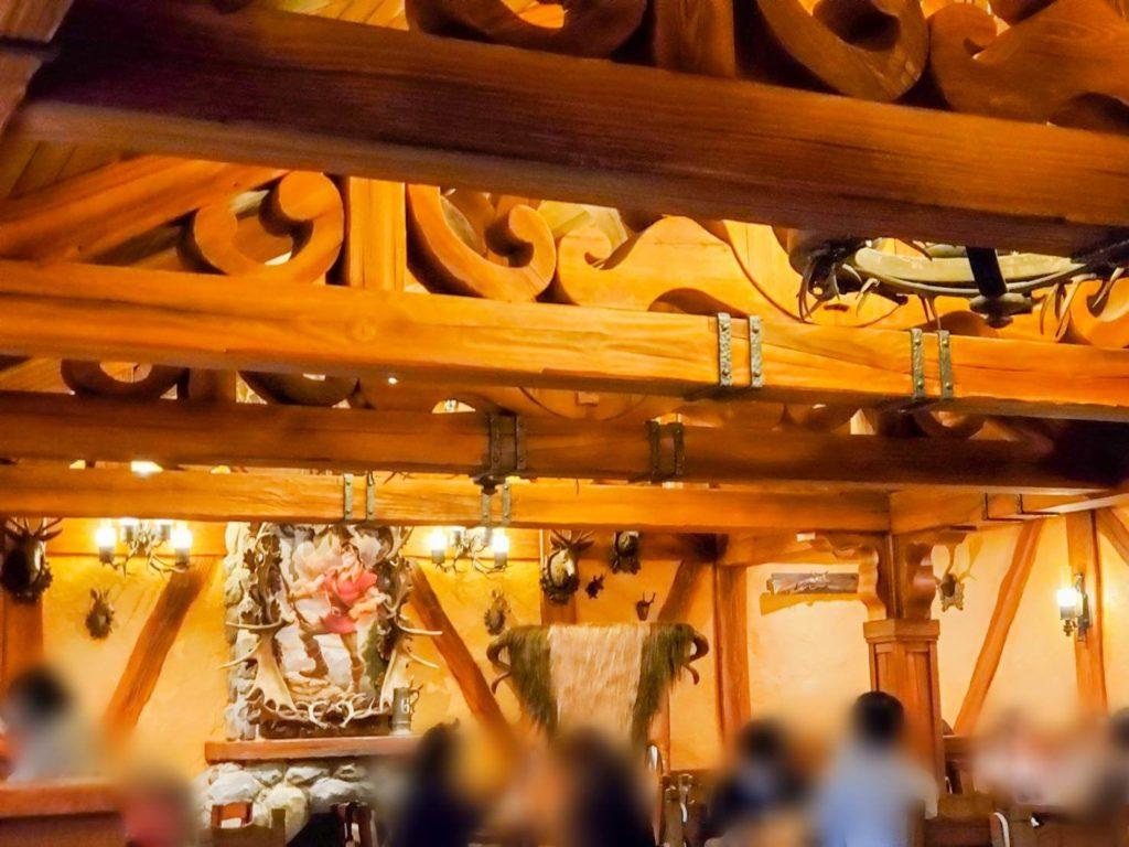 新レストラン『ラ・タベルヌ・ド・ガストン』の感想!ガストンの椅子近くは人気!朝一の予約がオススメ!!