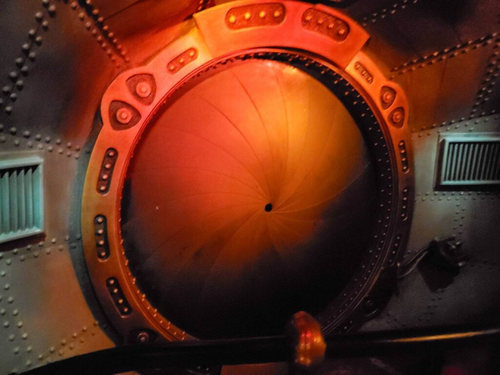 ディズニーランドパリの『海底2万マイル』を体験した感想!時々立ち止まってジックリ見るのがオススメ!