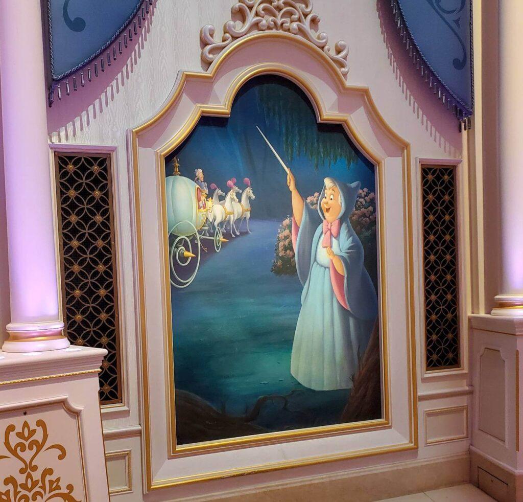フェアリーテイルホールのインスタ映えスポットと上手に写真を撮る方法 フェアリーゴッドマザーの絵