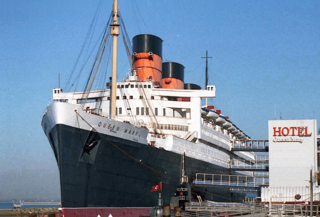S.S.コロンビア号のモデルがタイタニック号orクイーンメリー号?2つの船の共通点