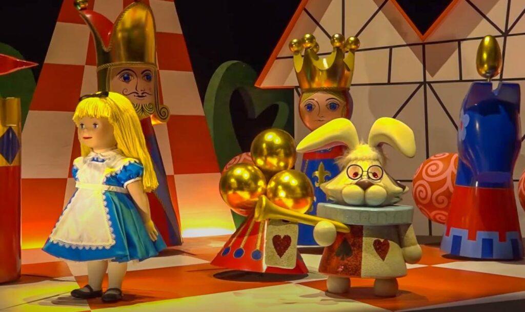 イッツ・ア・スモールワールドに登場するディズニー・ピクサーキャラクター一覧!不思議の国のアリス